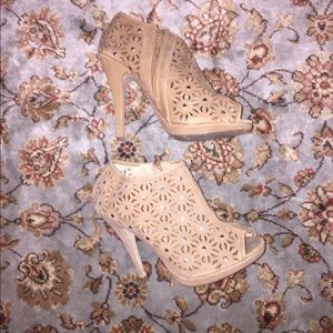 Shoes - Tan heels with laser cut flowers